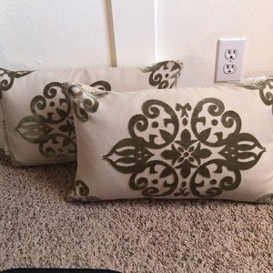 2 decorative pillows green design feather inserts